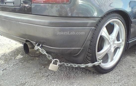 funny car locking with a chain lock